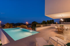68 - Venecia III - Terrace +Pool on night view