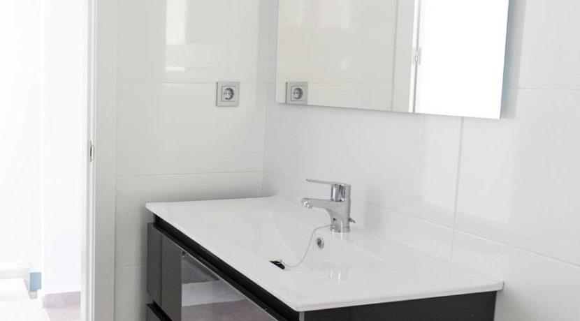 Bathroom 1_tn