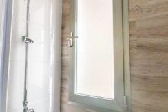 Bathroom 2_tn
